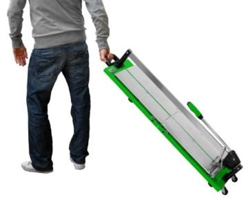Fliesenschneider BTC 640 mit einer Gesamtschnittlänge von 640 mm und einem integrierten Rollbandmaß. -
